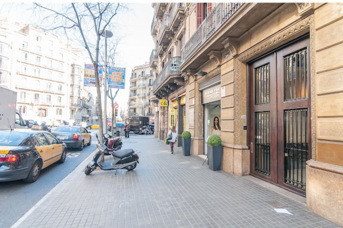 street view of the Dandi apartment in Barcelona, just a stroll away from Passeig de Gràcia