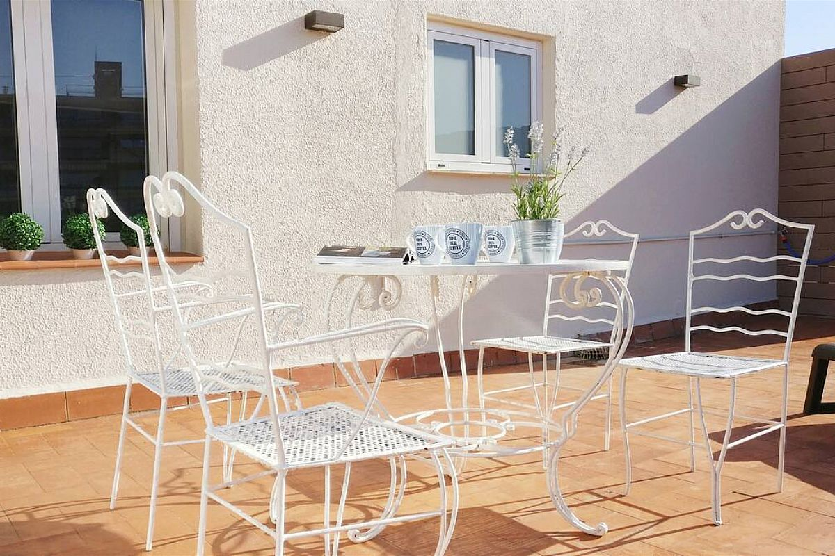 All rooms face onto the terrace in this rental properties in Barcelona