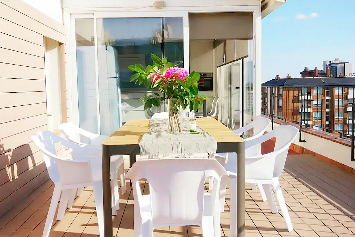 this private panoramic terrace with dining area, also boasts night ilumination and BBQ for maximum enjoyment