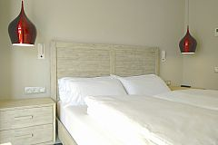the master bedroom is one of the three double bedrooms that you will find in this short term rental in Barcelona