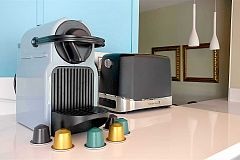 our Nespresso service ... the What Else experience? Why give up the best coffee at home just because you are traveling? All the flavor and aroma of the best coffee in your apartment, for only € 20 (the service includes a Nespresso Inissia machine and a selection of 10 coffee capsules)