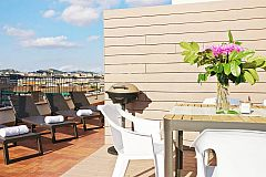 deck chairs to sunbathe, night ilumination, outdoor shower and BBQ all waiting for you in this private, panoramic terrace in this rental properties in Barcelona