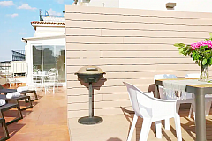 deck chairs to sunbathe and BBQ in the panoramic terrace in this rental properties in Barcelona in Pedralbes