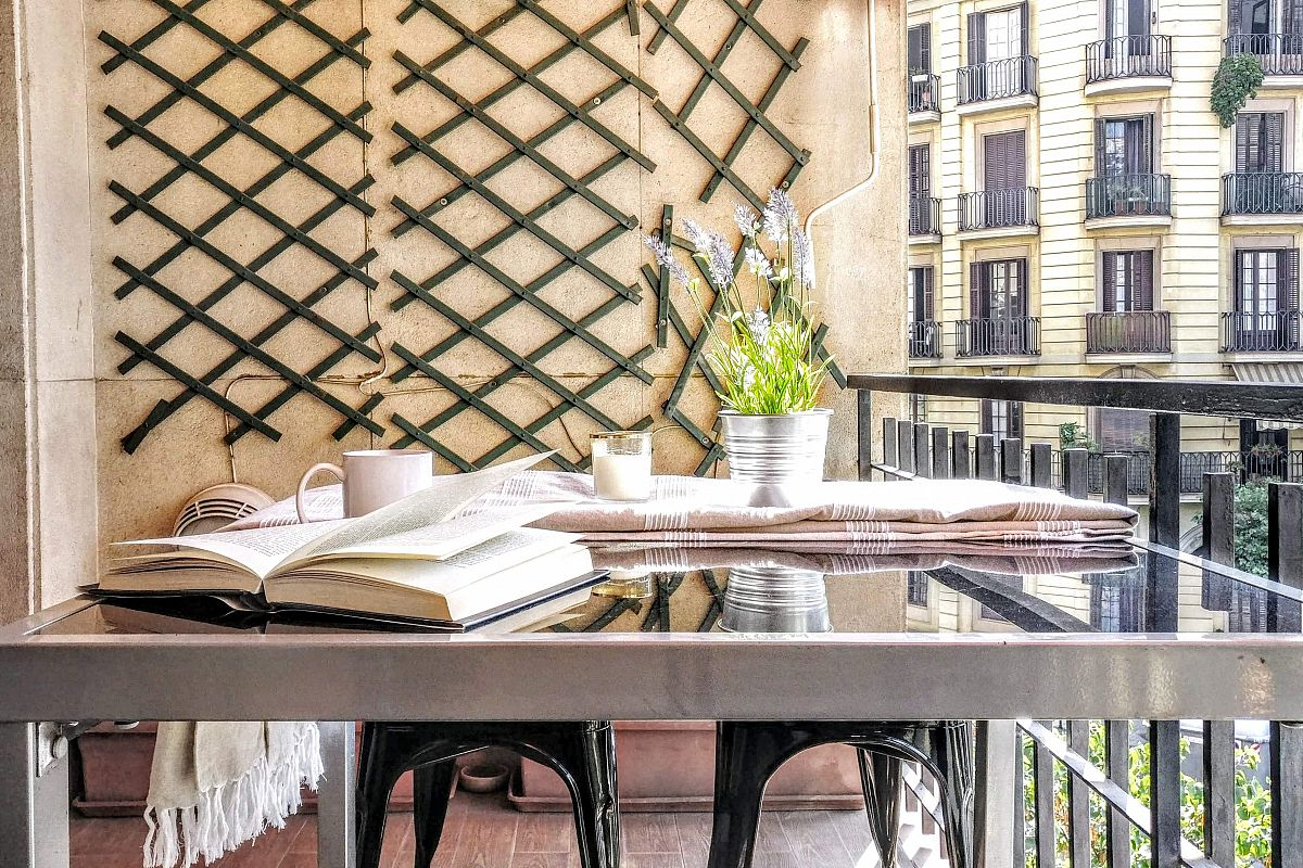 a morning coffe with your favourite book or magazine or even scheduling your day, will be your moment of relax in this lovely terrace at the Noname, one of our favourite Barcelona apartments