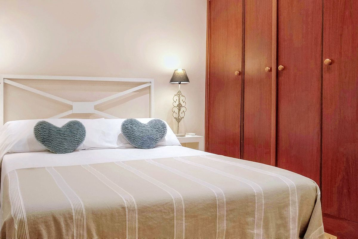 All bedrooms in the Noname apartment in Barcelona have been decorated with loving care