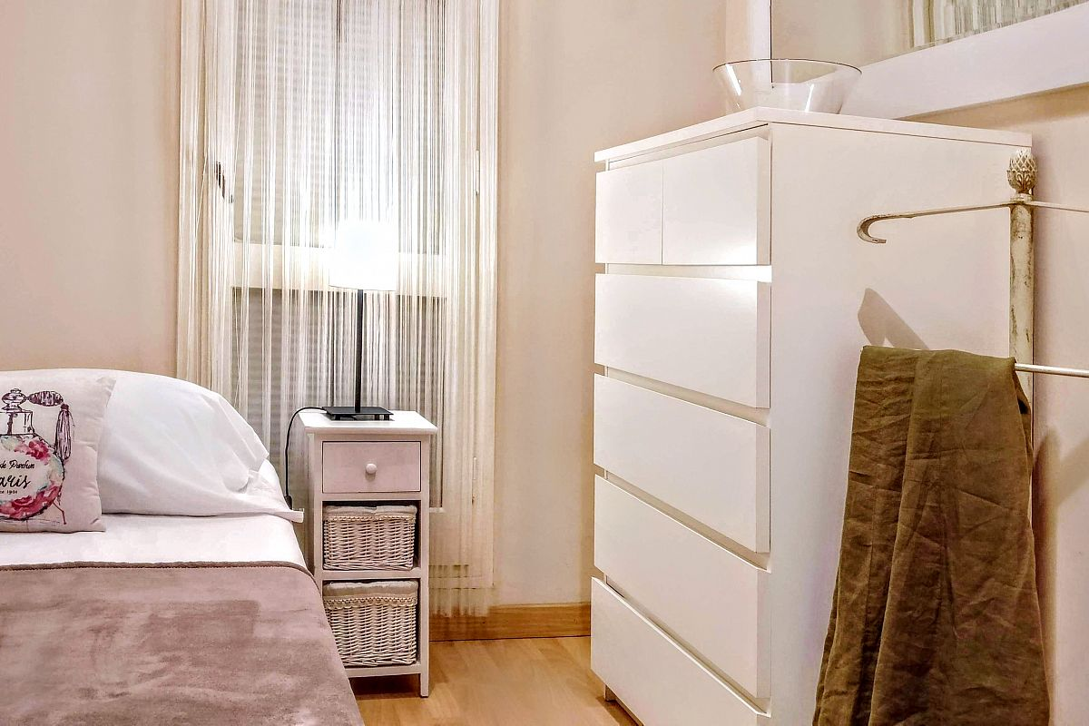 the third bedroom in Noname apartment rental in Barcelona boasts a very convenient storage space to keep all your belongings