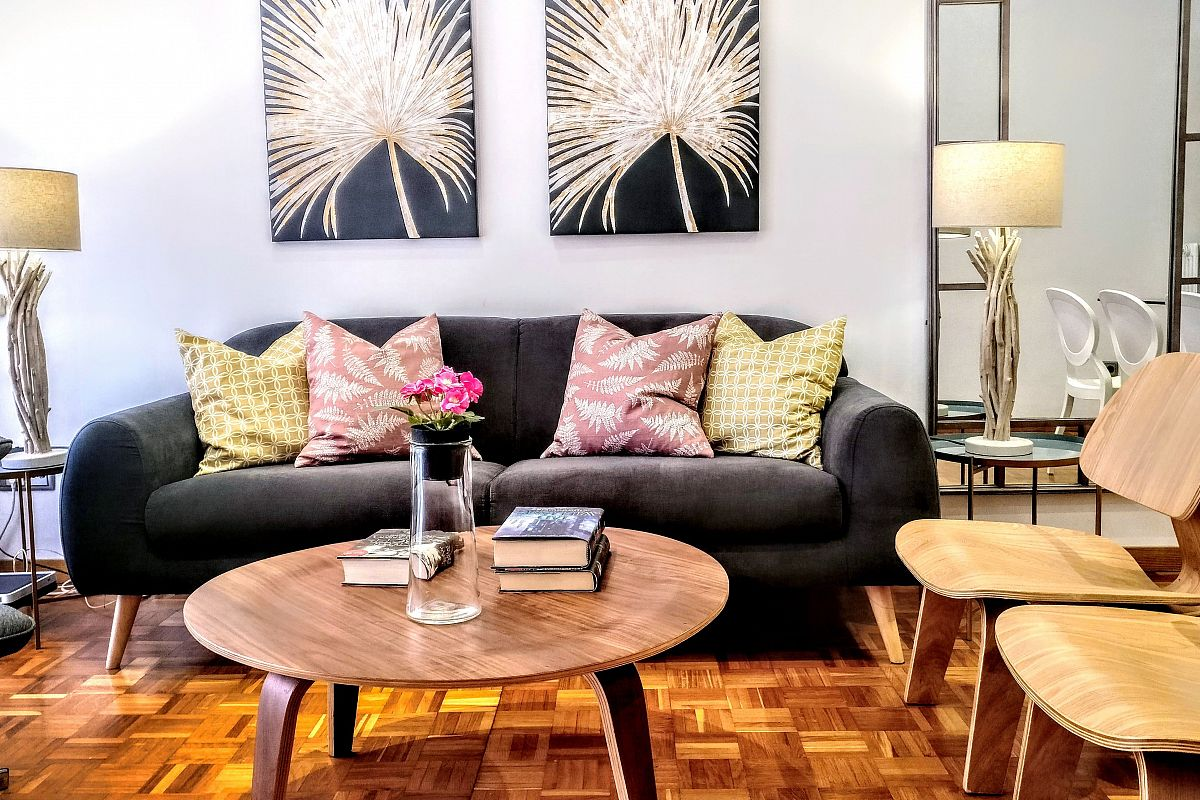 general view of the living area in the Noname short tem rentals  apartment in Barcelona Eixample