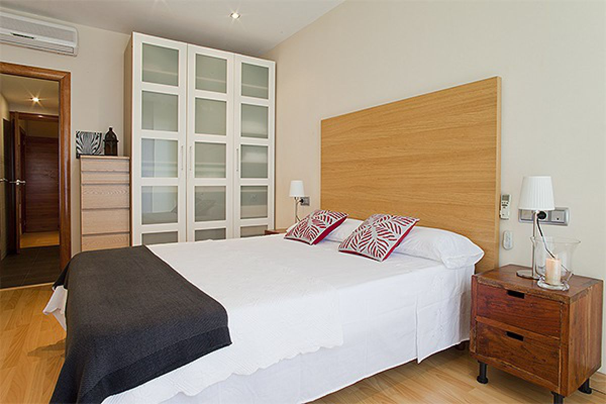the master bedroom boasts a large closet for all the storage needs that you may need when visiting Barcelona and is full of natural light