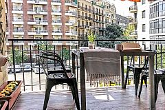 terrace with a view to the city in this apartment with terrace in Barcelona