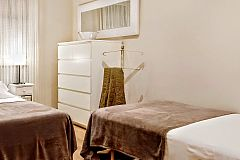 the third bedroom in Noname apartment rental in Barcelona is very convenient if you travel to Barcelona with children