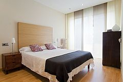 the master bedroom is one of the three bedrooms that you will find in this short term rental in Barcelona by bizflats in the Eixample area