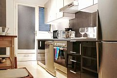 the modern kitchen in the Garden House apartment for short term rentals in Barcelona is ideal to take the most out of Barcelona for foodies