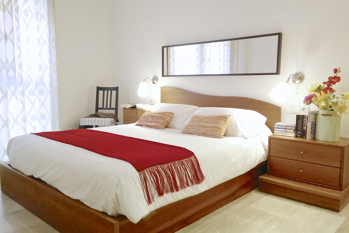 master bedroom with a queen size bed at the Neo apartment in Barcelona for rent short term whre everything is designed for the well-being of our guests.