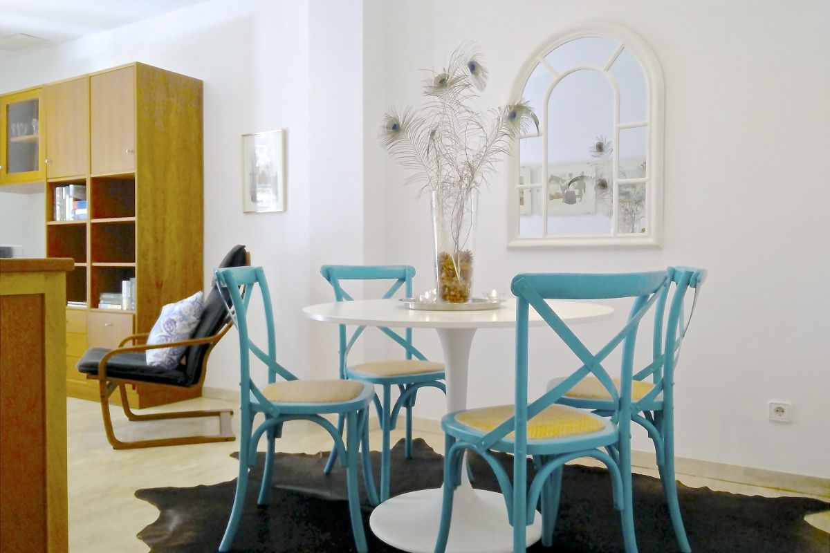 detail of the living and dining area perfect for families who want to discover Barcelona with children at the Neo apartment