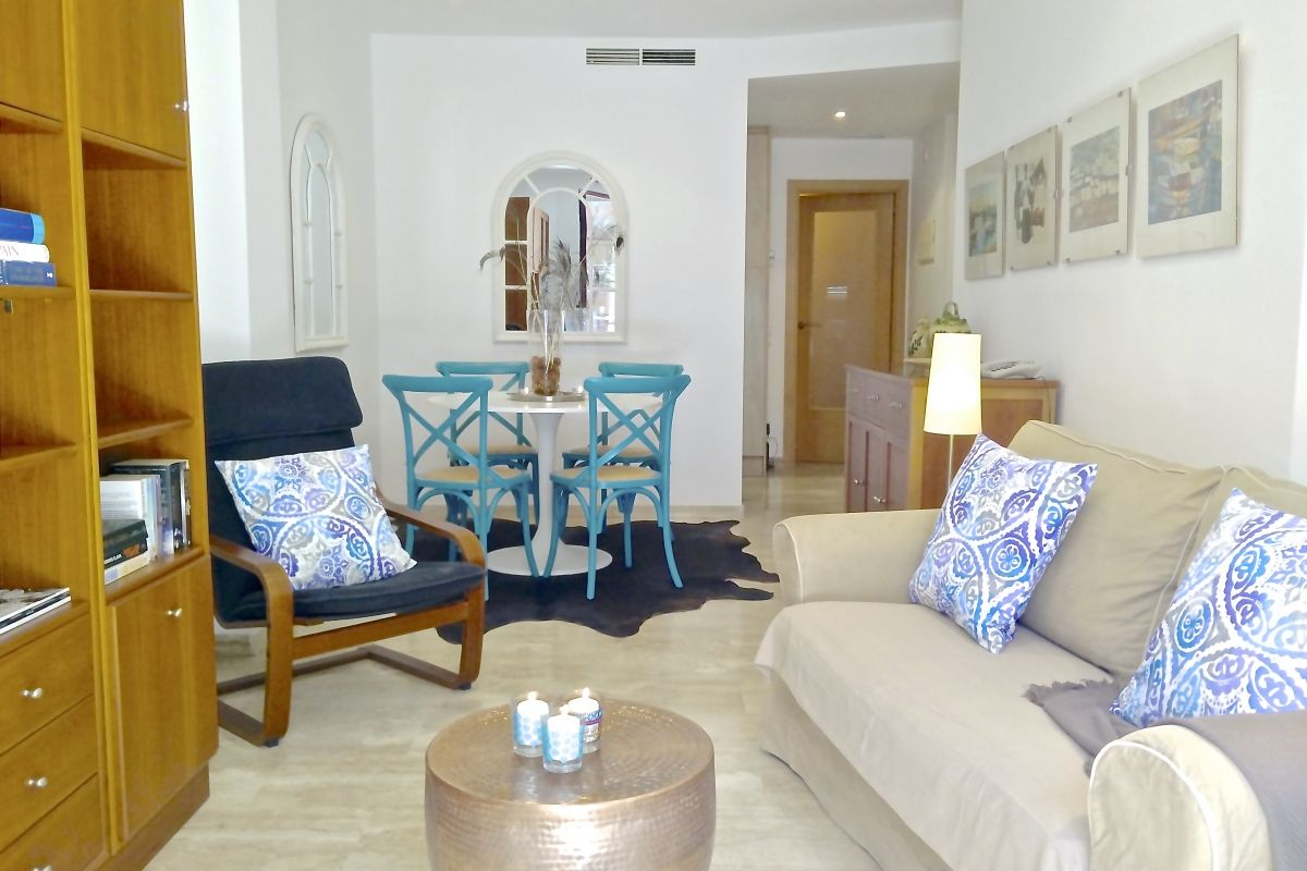 welcome to this Urban Chic apartment with two bedrooms and terrace near Sagrada Familia