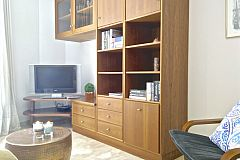 bookcase in the living area of the Neo apartment for rent short term in Barcelona with flat screen TV