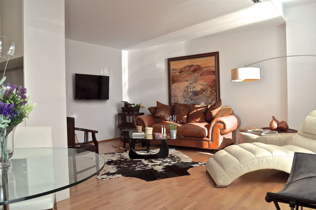 welcome to our Livingstone apartment in Barcelona, a rest for senses and a gift for the brave