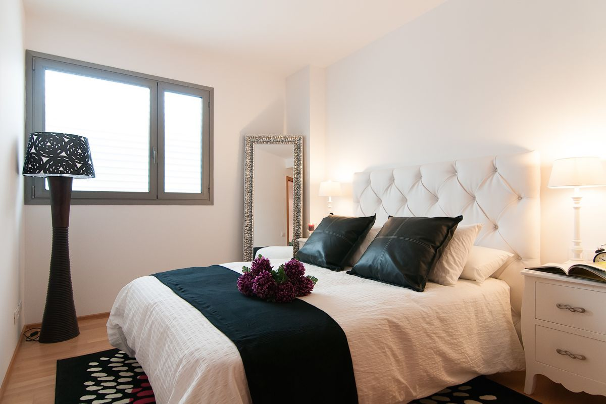 master ensuite bedroom with refined ethnic style in Eixample