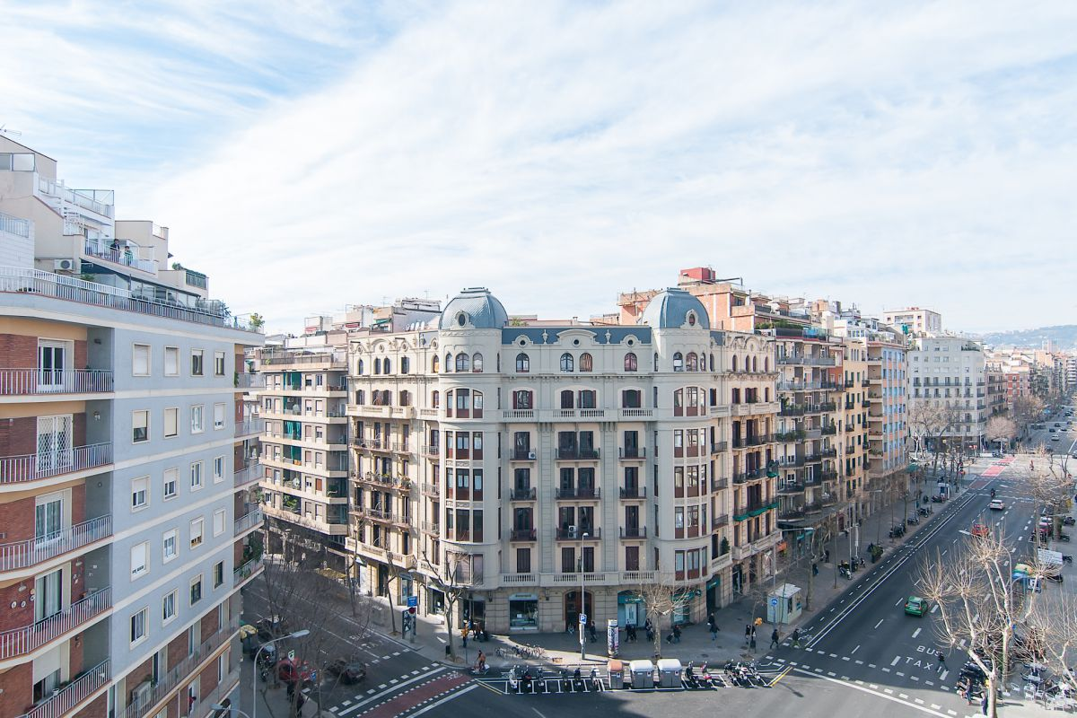 views from the Livingstone apartment located in the Eixample left district of Barcelona, next to the Sant Antoni marketplace