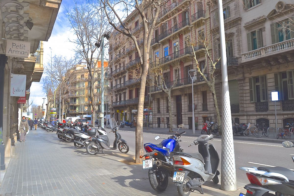 street view of LaMimosa apartment in Barcelona, just a stroll away from Passeig de Gràcia for short term rentals by bizflats corporate apartments for rent