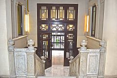 entrance hall at LaMimosa luxury flat rental in Barcelona Eixample area next to Passeig de Gràcia to rent for days