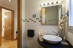 the second bathroom vanity at LaMimosa luxury apartment to rent for days in Barcelona Eixample