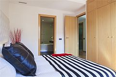 master bedroom with a large wardrobe and ensuite bathroom in LaMimosa luxury apartment for short term rentals in Barcelona in the city center