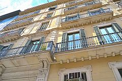 building façade of this apartment rental in Barcelona just a block away from Passeig de Gràcia for short term rentals