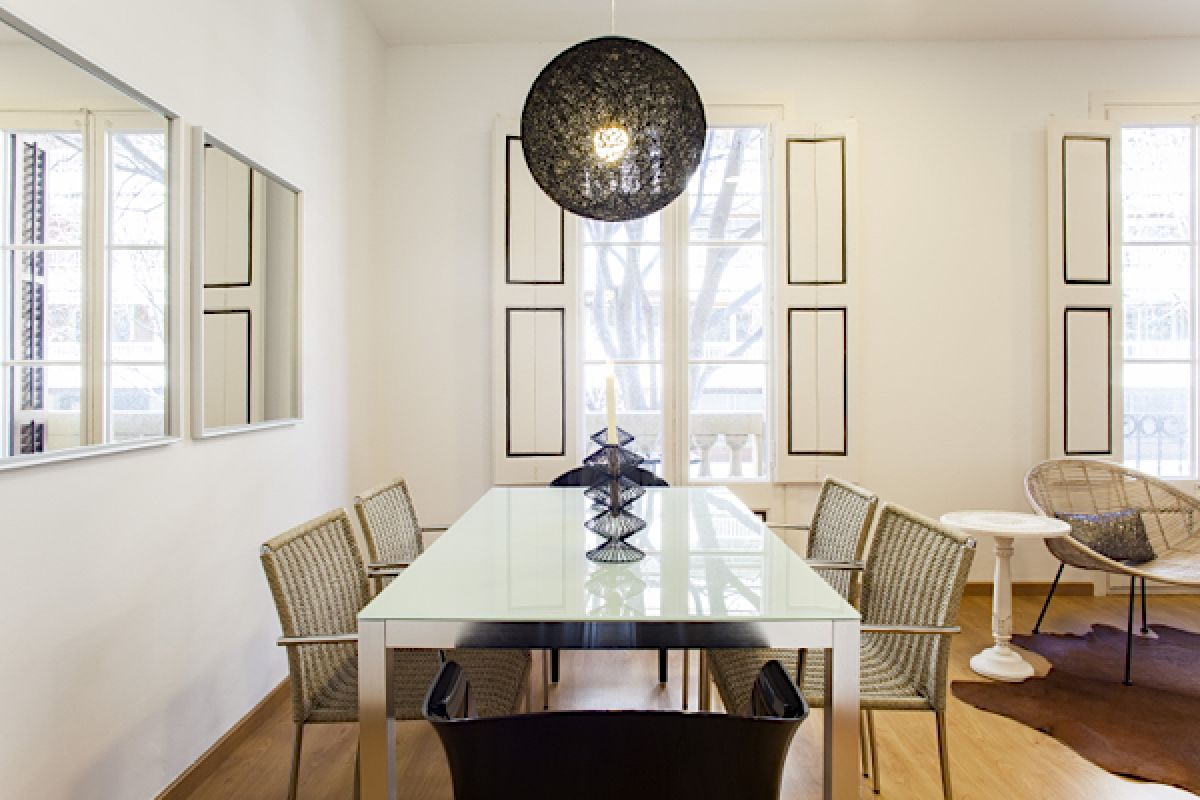 Romantic & Spacious designer 2BR/2BA in Eixample the KissMe apartment for rent short term in Barcelona
