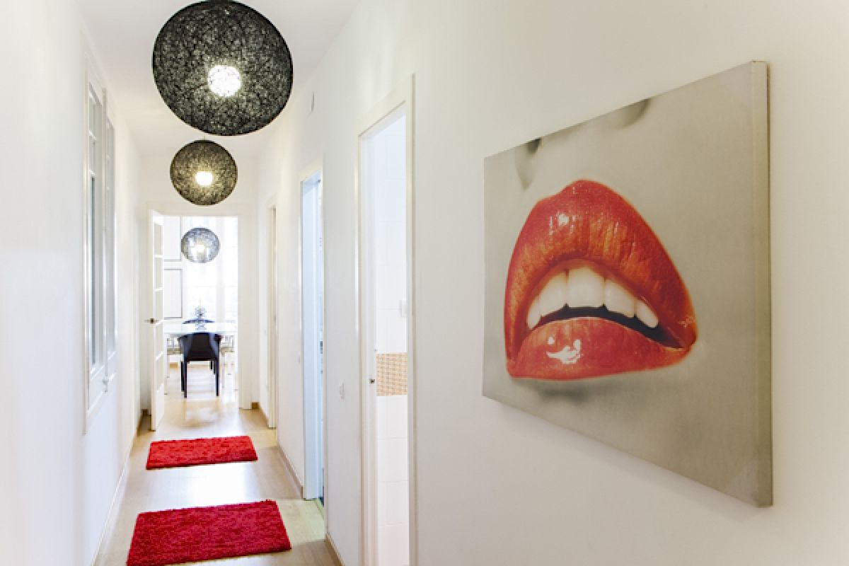 ball lamps in black by Pilma in the hallway and the welcome picture that gives name to the apartment...come and KissMe