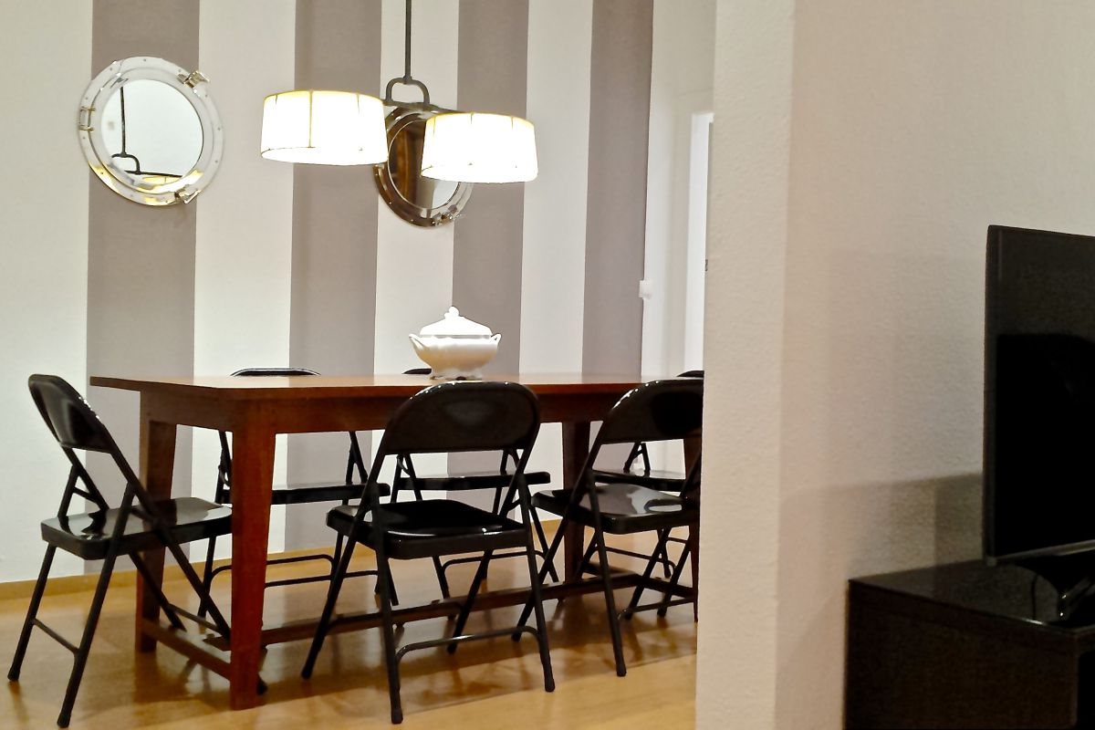 dining area in this Macca apartment for rent in Barcelona city center