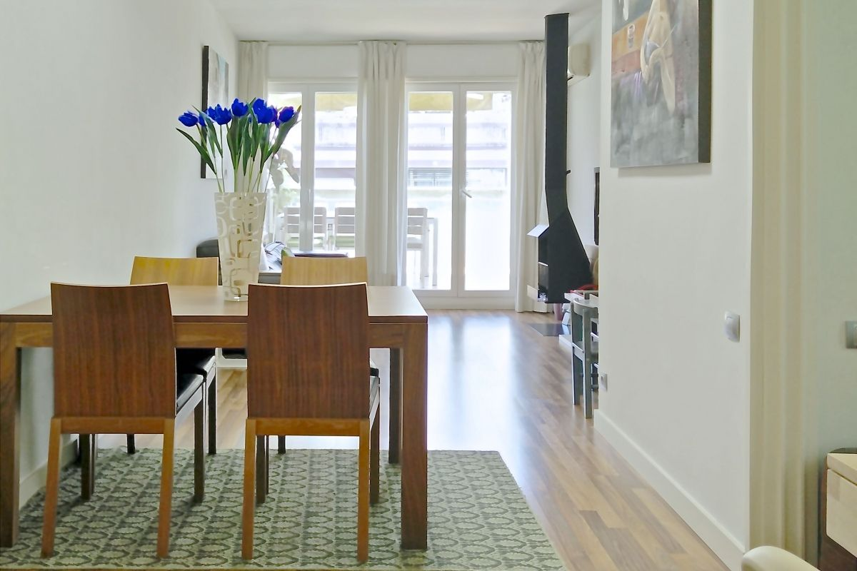 dining area in this Penthouse apartment with sunny Terrace for rent in Barcelona Eixample close to Sants train station