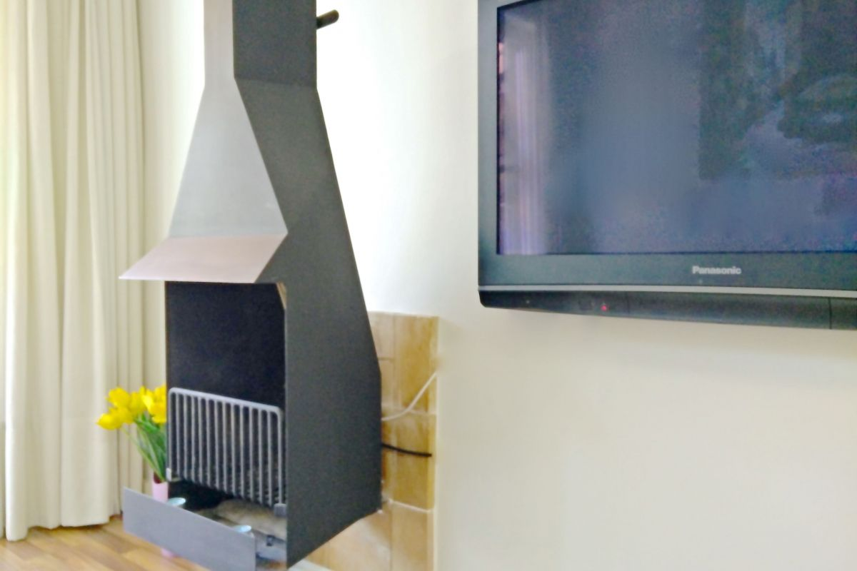 flat screen TV in the Penthouse apartment in Barcelona Eixample  neighbourhood for monthly rentals