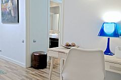 working desk and fast wifi Internet connection at the The Penthouse corporate flat in Barcelona Eixample