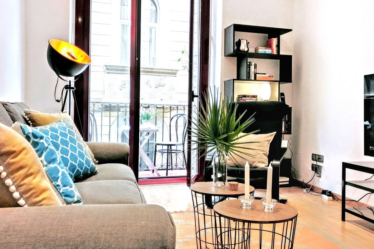 Parsifal living area in Barcelona long term apartment rental
