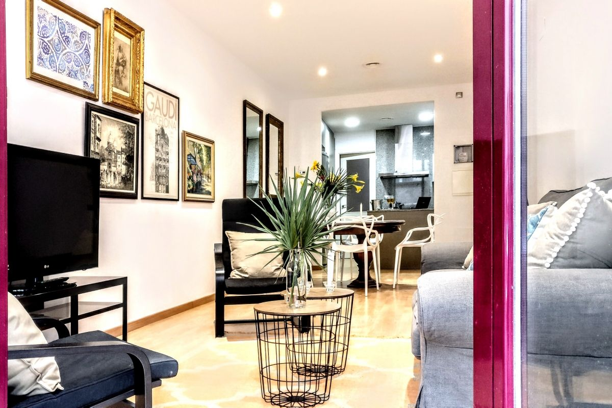 comfortable living area perfect for families who want to discover Barcelona with children at the Parsifal apartment for rent short term in Barcelona