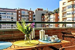 dining area in the terrace of this Dandelion apartment with sunny terrace for rent for months in Barcelona Les Corts close to Diagonal avenue