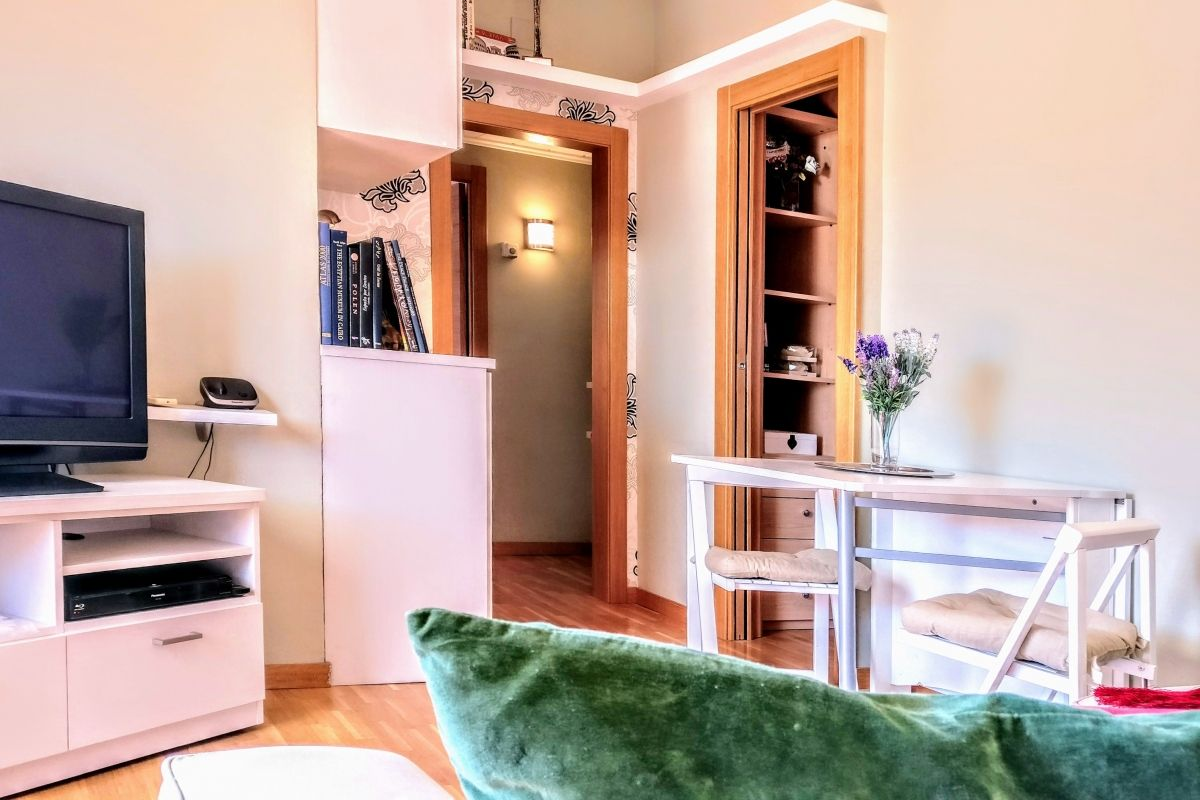 the Jollie apartment boasts fast wifi Internet connection to create your Barcelona Technology Hub in this corporate flat in Les Corts Barcelona