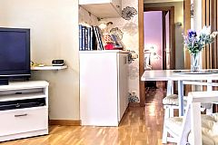 watch your favorite show on the flat screen TV or enjoy the collection of CD's and books on the shelves at Jollie furnished apartment for monthly rentals in Barcelona Les Corts