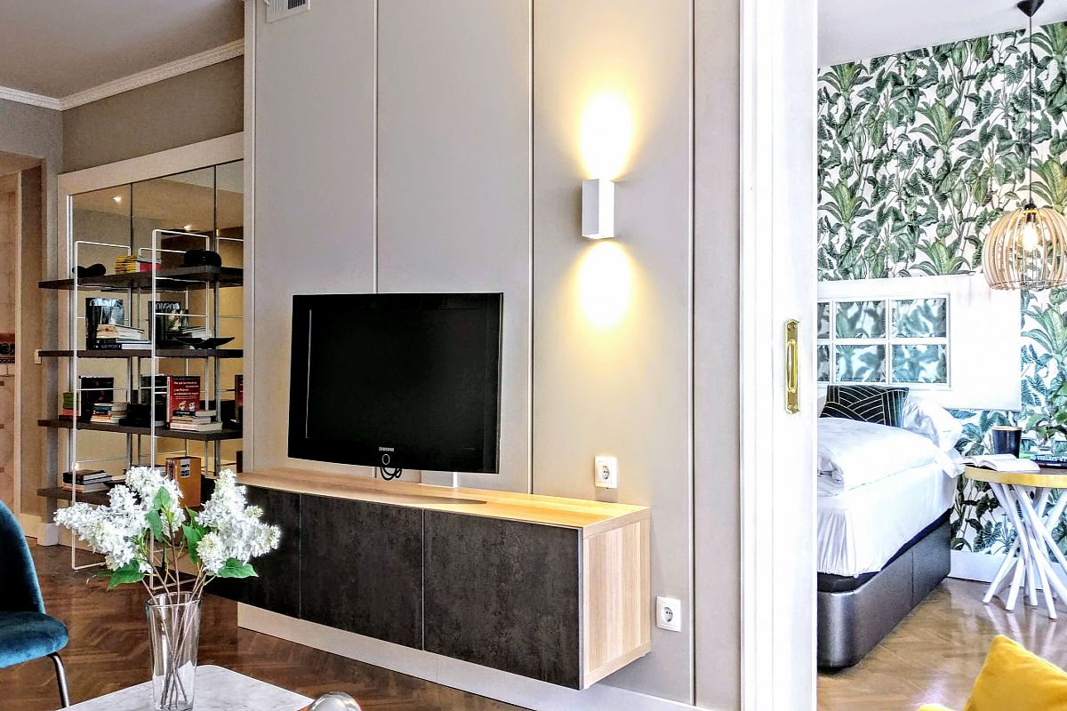 refurbished and decorated with flat screen tv Gatsby luxury flat with terrace in Barcelona Les Corts for long term rentals for corporate clients close to Diagonal avenue