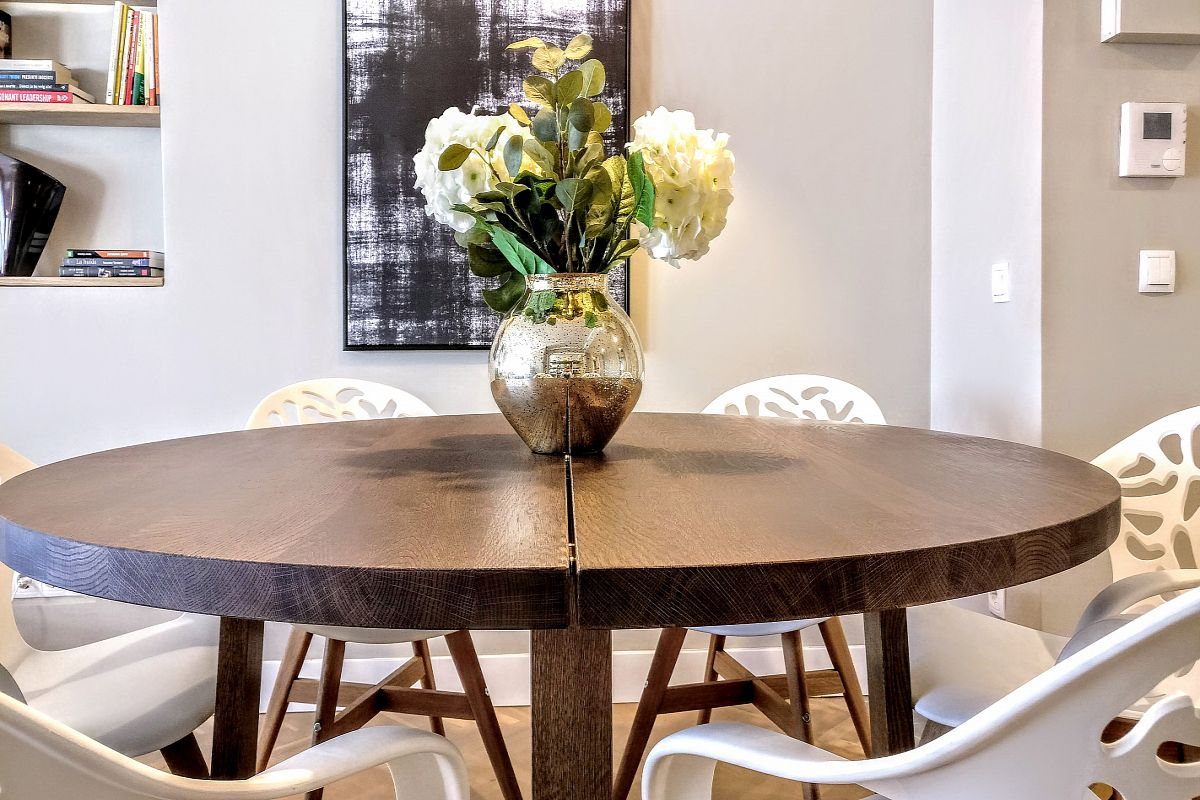 the dining table comfortably sits 6 guests in the Gatsby apartment for rent ideal for a short vacation, long stays or business trips in Barcelona