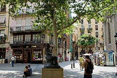street view of the area in Gothic quarter where this apartment for rent in Barcelona is located