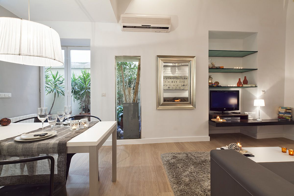 living and dining area with exit to the private courtyard at the Catedral apartment for rent in Barcelona corporate apartments for monthly rentals in Barcelona center next to Barcelona Cathedral