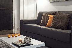 sofa detail in the Catedral flat that boasts fast wifi Internet connection to create your Barcelona Technology Hub in this corporate flat in Barcelona the Gothic quarter close to Santa Maria del Mar cathedral and La Rambla