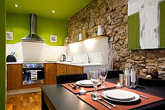 dinig table and kitchen studio apartment in El Born district in Barcelona apartments for rent in Bacelona center