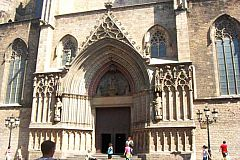 Santa Maria del Mar Basilica next to the Picasso studio in El Born area in Barcelona apartments for short term rentals and monthly rentals for holiday rentals
