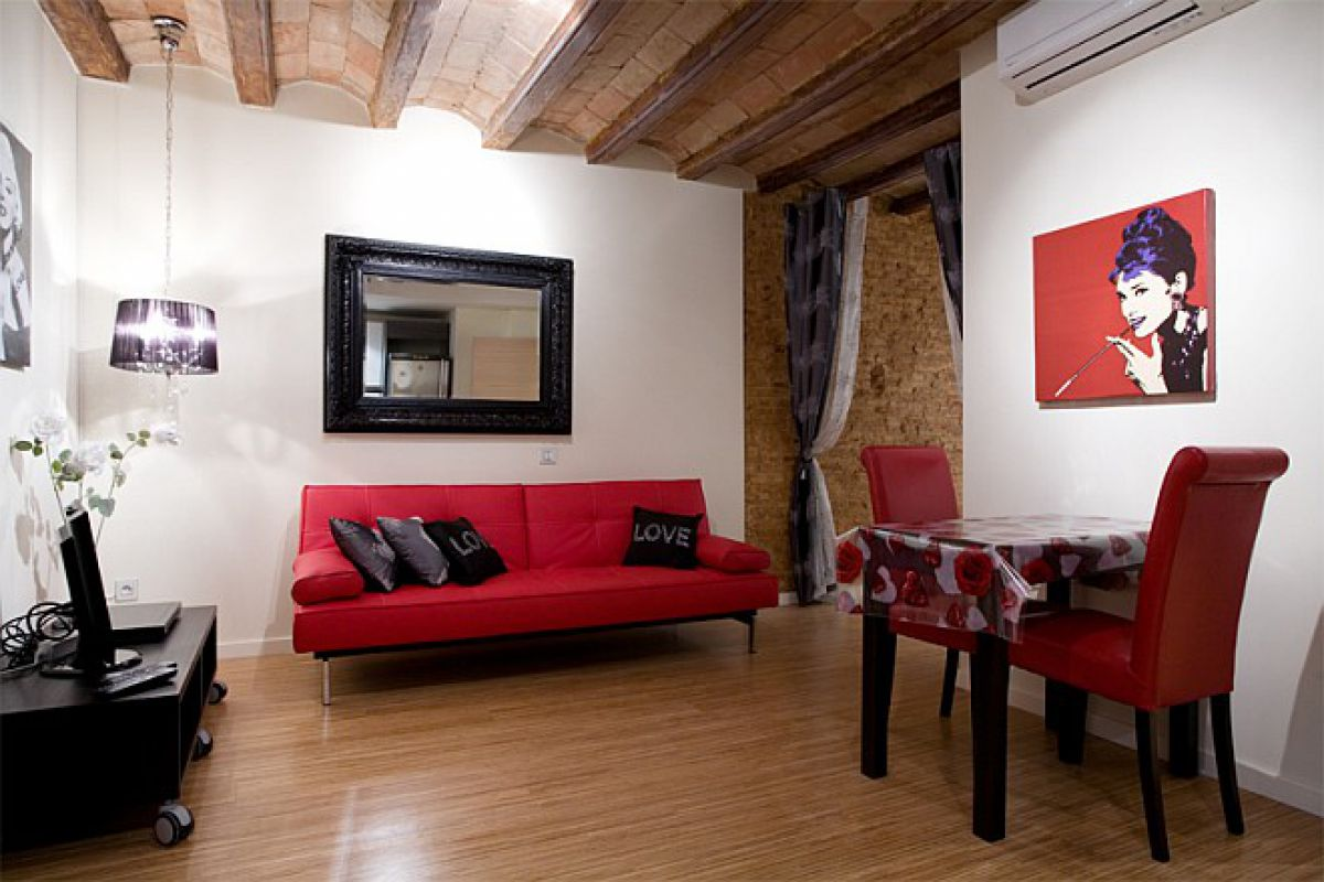 living area at the Bella II furnished apartment in Barcelona on La Rambla, next to Boqueria market for monthly rentals in Barcelona